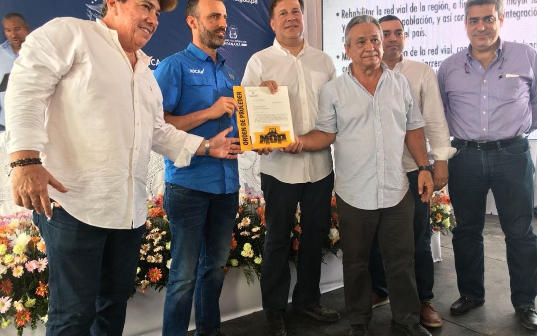 El presidente de Panamá entrega a Joca la orden de proceder en la vía carretera Nacional Parita-Puerto Limón y Ramal Parque Nacional de Sarigua